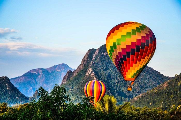 Trải nghiệm khinh khí cầu ở Vang Viêng